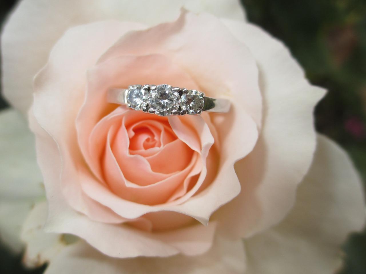 結婚指輪を値引き交渉で安く購入!ラザールダイヤモンドは割引情報は?